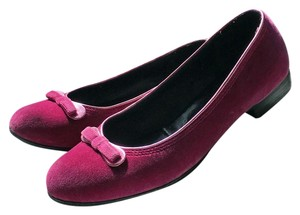 Marc Jacobs Velvet Round Toe Block Heel Fuchsia Pumps