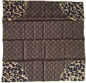 Louis Vuitton Auth Louis Vuitton Monogram Leopard Scarf Silk in Very Good Condition!