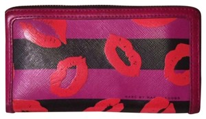 Marc Jacobs Marc Jacobs kiss lips leather wallet