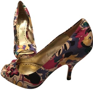BCBGeneration Floral multi Pumps
