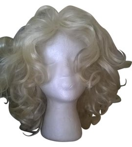 Frederick's of Hollywood Marilyn Monroe Wig