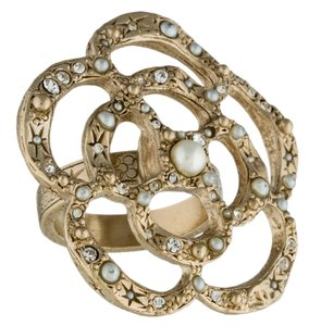 Chanel Gold-tone Chanel Interlocking CC Camellia logo ring 5.5