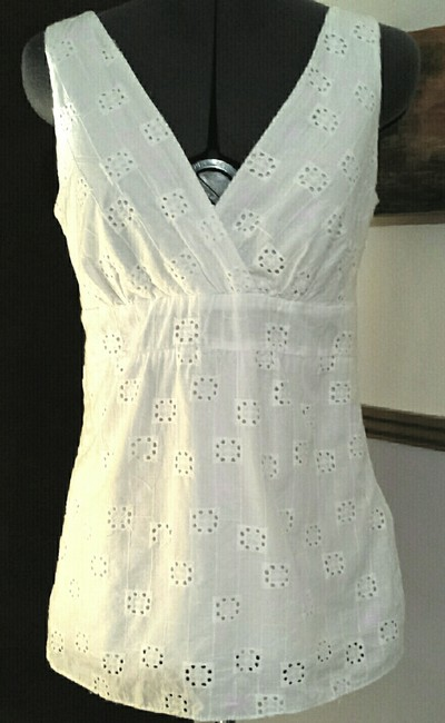 Nine & Co. Cotton Eyelet V Neck Fitted Top White