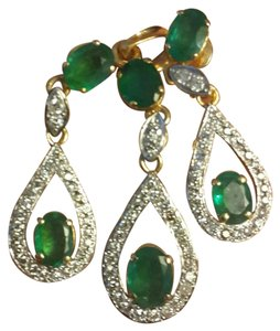 Emerald earrings and pendant set Fine emerald diamond set