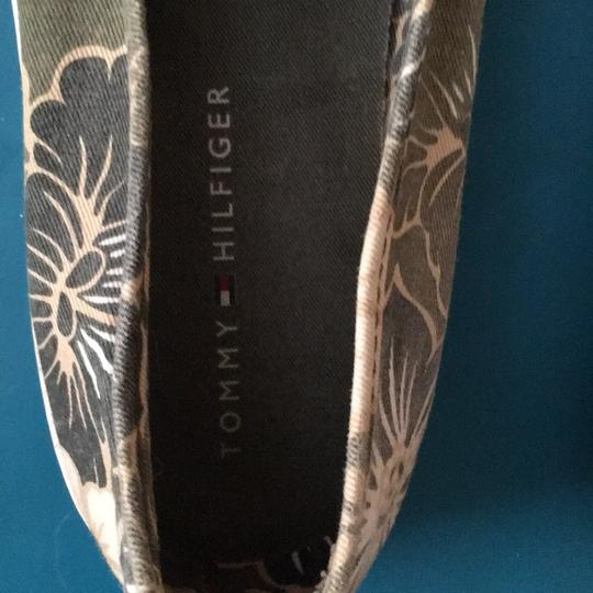 Tommy Hilfiger Khaki green/tan with hibiscus flowers Flats Image 6