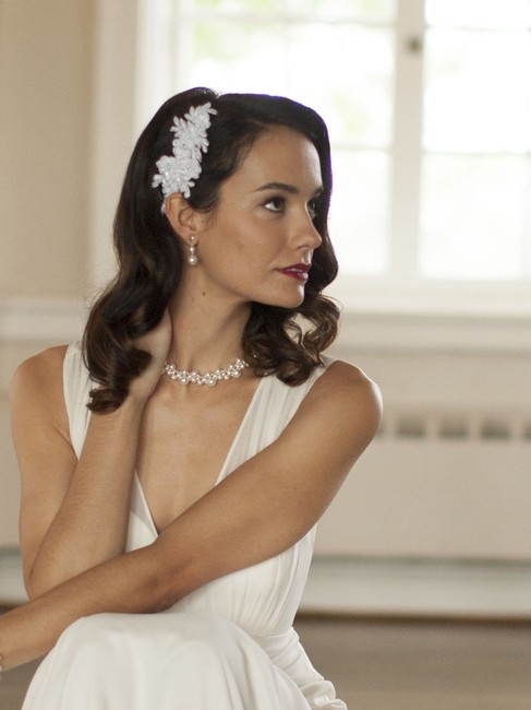 Item - White Top Selling Beaded Lace Applique Comb Hair Accessory