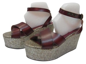 Mossimo Supply Co. Size 7.00 M Reddish/Brown, Gold Platforms