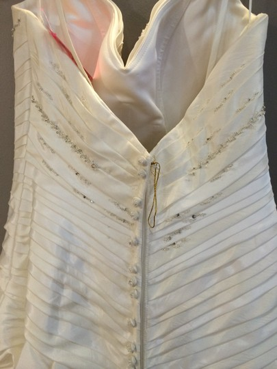 Casablanca Ivory 1908 Feminine Wedding Dress Size 10 (M)