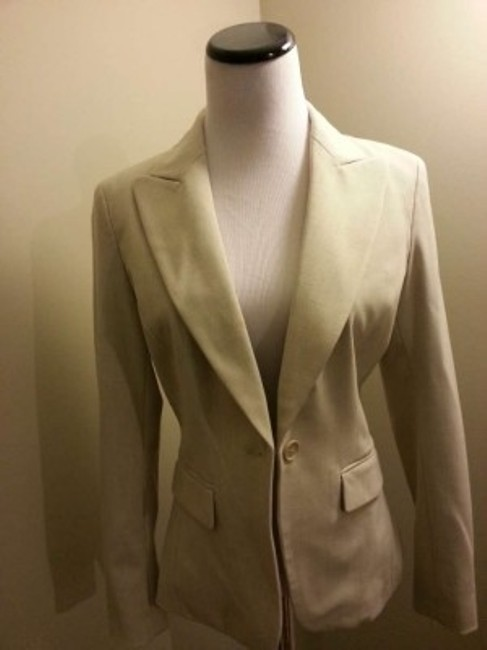 Preload https://img-static.tradesy.com/item/196772/new-york-and-company-beige-two-piece-short-length-pant-suit-size-2-xs-0-0-650-650.jpg