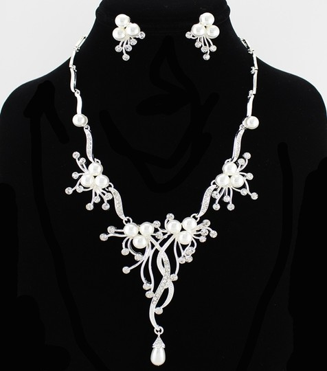Preload https://item1.tradesy.com/images/pearl-and-rhinestone-necklaceearring-jewelry-set-1967770-0-0.jpg?width=440&height=440