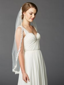 Mariell Fingertip Rose Lace Edge Mantilla Wedding Veil With Beads & Sequins 4415v-i