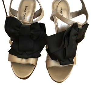 bebe Black and gold Pumps