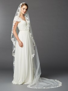 Mariell Ivory Long Single Layer Cathedral Mantilla with Scalloped Lace Edge 4423v-i Bridal Veil