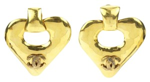 Chanel Vintage 93P Gold CC Heart Clip On Earrings