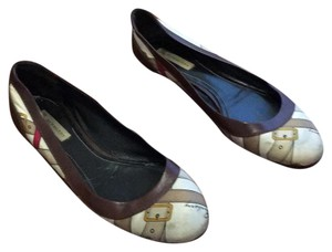 Burberry Brown and cream with print Flats