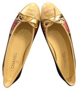 Chanel Gold metalic Flats
