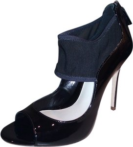 Elie Tahari Black Pumps