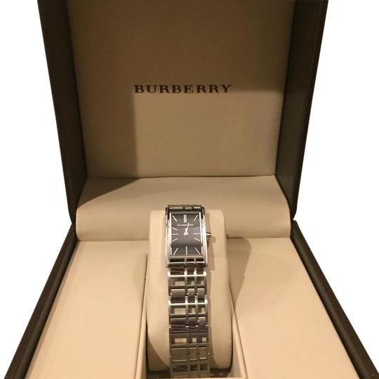 Preload https://img-static.tradesy.com/item/19688904/burberry-black-dial-with-silver-metal-strap-watch-0-1-540-540.jpg