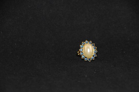 UKN Gold Tone Faux Pearl W/ Blue Stone Halo Ring Sz. 8 NEW J1537185 Image 2