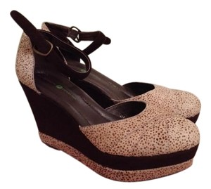 Piperlime- Meeka Brown suede leopard print Wedges