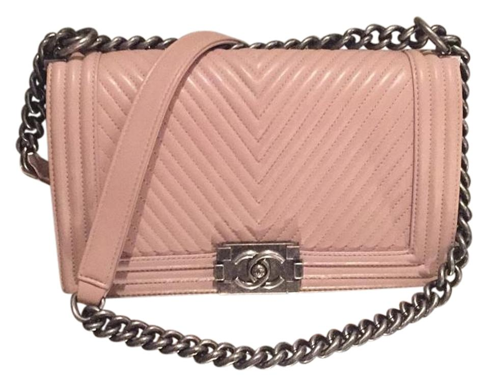 60a20b31b22c64 Chanel Boy Chevron Medium Taupe Calfskin Cross Body Bag - Tradesy