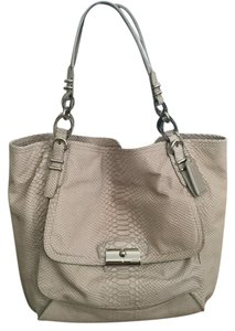 Coach Tote in Taupe/Nude