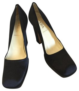Prada Black satin Pumps