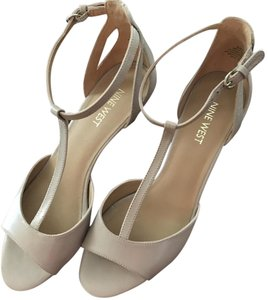 Nine West Leather T-strap Ankle Strap Natural nude Sandals