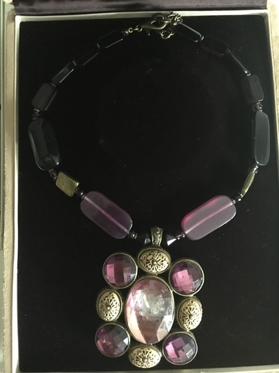 Sioux Zanne Messix Acrylic beads aubergine and black statement necklace Image 3