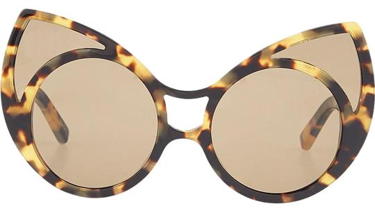 Preload https://img-static.tradesy.com/item/19695811/linda-farrow-tortoise-pointy-cat-eye-sunglasses-0-1-540-540.jpg