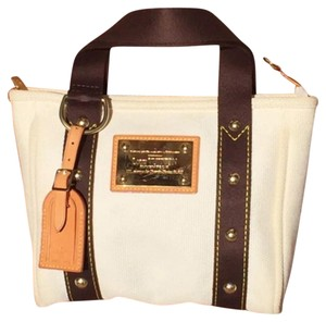 Louis Vuitton Tote in White, Brown