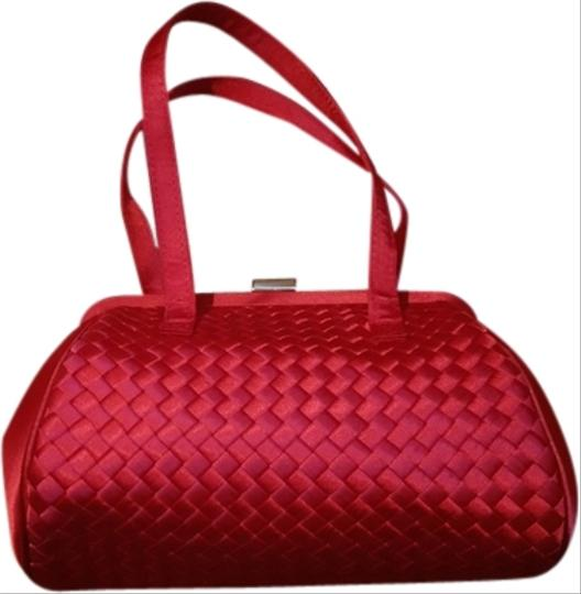 La Regale Wristlet in Red