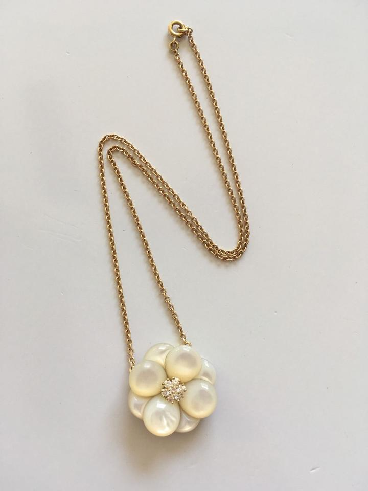 Van cleef arpels yellow mother of pearl diamond 18k yg flower van cleef arpels yellow mother of pearl diamond 18k yg flower necklace mightylinksfo
