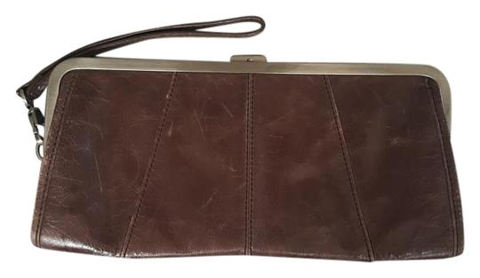 Preload https://img-static.tradesy.com/item/19698369/kenneth-cole-reaction-brown-clutch-0-1-540-540.jpg