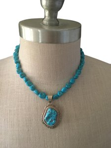 Navajo turquoise necklace with silver medaillon
