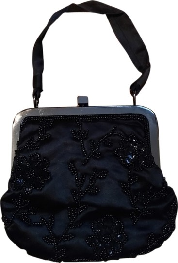 Preload https://item3.tradesy.com/images/lord-and-taylor-wristlet-black-1969877-0-0.jpg?width=440&height=440