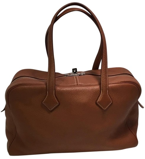 Preload https://img-static.tradesy.com/item/19699205/hermes-victoria-ii-35-in-gold-with-palladium-hardware-brown-leather-tote-0-1-540-540.jpg