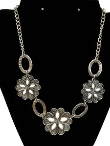 Other Beautiful Flower Bib Necklace