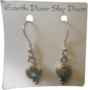 EARTH DOOR SKY DOOR EARTH DOOR SKY DOOR STERLING SILVER 925 ROUND GREENISH MOONSTONE EARRINGS NEW
