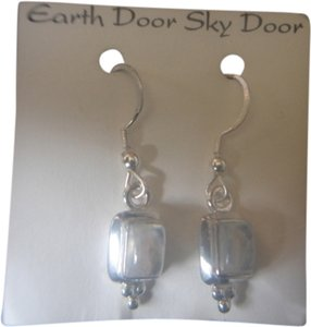 EARTH DOOR SKY DOOR EARTH DOOR SKY DOOR STERLING SILVER 925 RETANGLE WHITE MOONSTONE EARRINGS NEW
