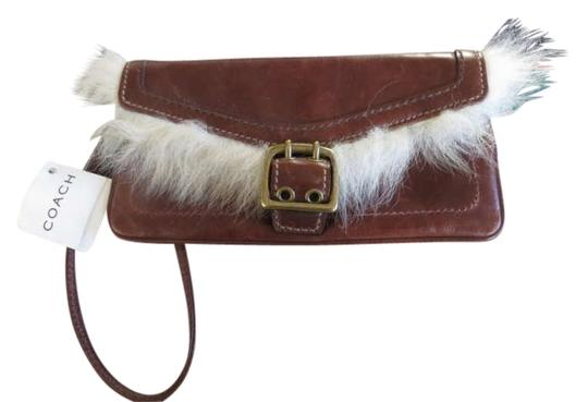 Preload https://item5.tradesy.com/images/coach-brown-leather-wristlet-197034-0-0.jpg?width=440&height=440