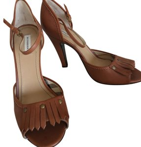 Burberry Tan Pumps