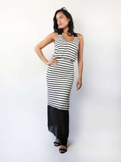 Preload https://img-static.tradesy.com/item/197063/express-white-and-black-long-casual-maxi-dress-size-10-m-0-0-650-650.jpg