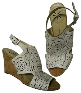Isaac Mizrahi Slingback Leather Cork Cutouts white and tan Wedges