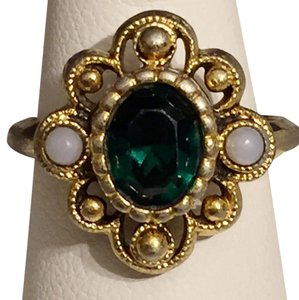 Avon Vintage Avon Cocktail Fashion Emerald Pearl Ring