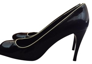 Prada black with white lining Pumps
