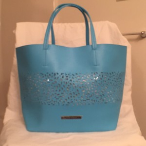 Vince Camuto Laser Cut Travel/weekend Beach New - Nwt Large Tote in Blue