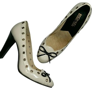 MICHAEL Michael Kors Bows Grommets Leather cream and black Pumps