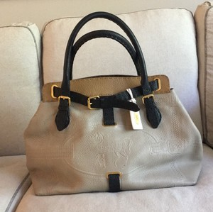 Fendi Limited Edition Tote in Sand/Black