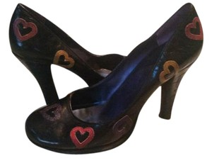 Guess Black with multicolored hearts Pumps